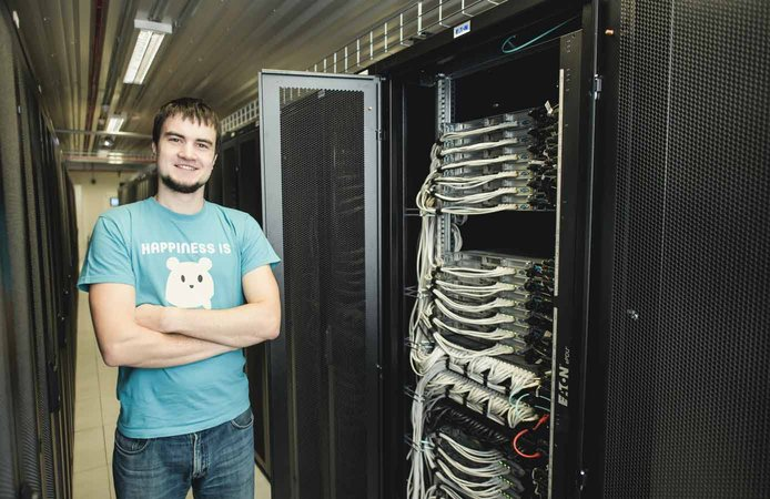 Photo of Hostens worker at datacenter in Lithuania