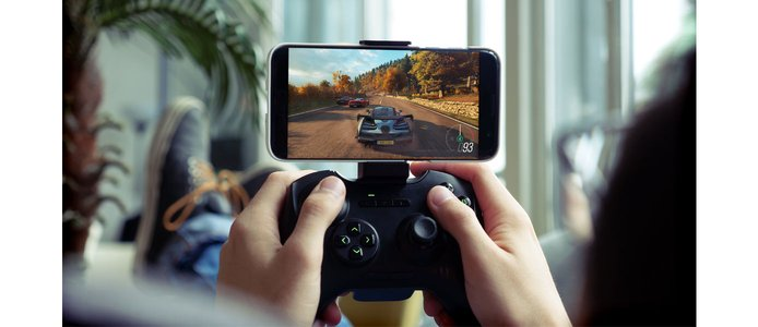 Shadow streaming on a controller-paired smartphone